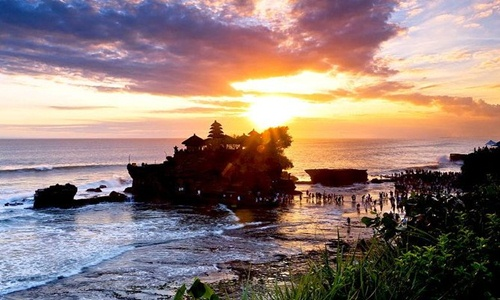 Bali Swing and Tanah Lot Temple Tour