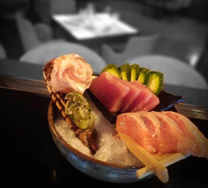Prato de comida sushi do restaurante Cosy, em Braga