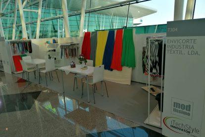Stand no Modtissimo da empresa Envicorte, que faz acessórios para vestuário e têxtil lar