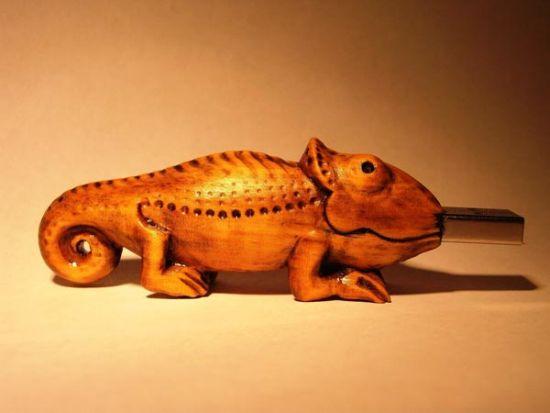 wooden chameleon usb drive