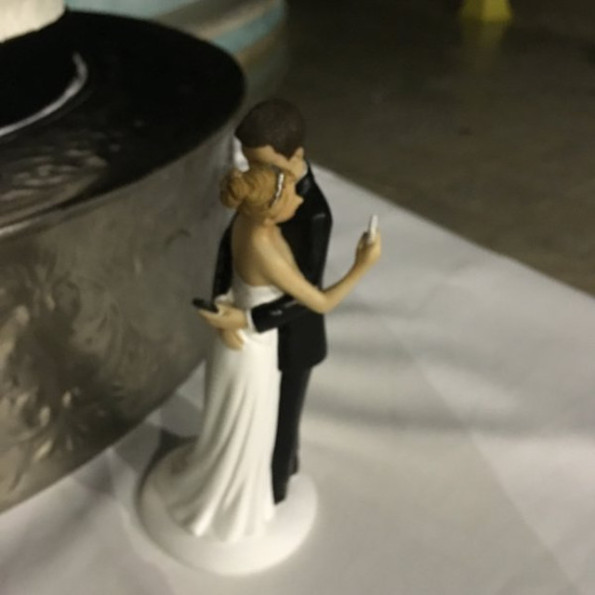 Meet The Saddest Wedding Cake Topper Of All Time This Is The Saddest Wedding Cake Topper Of All Time