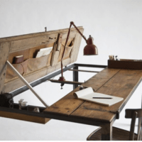 Forniture craft: Old Wooden Door Becomes a Creative Desk