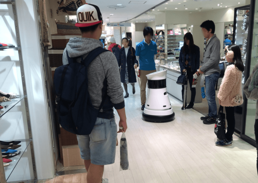 Whirling-bot helps you moving through a crowd in TOKYO
