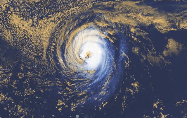 Huragan LINDA widoczna na obrazie radarowym. źródło: windy.com