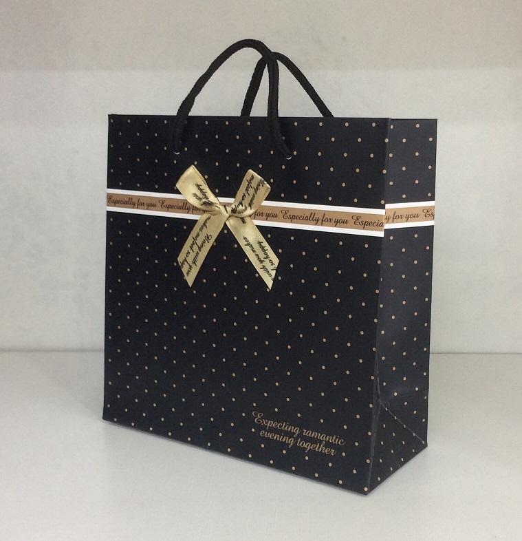 chất liệu khi in túi giấy đựng quà
