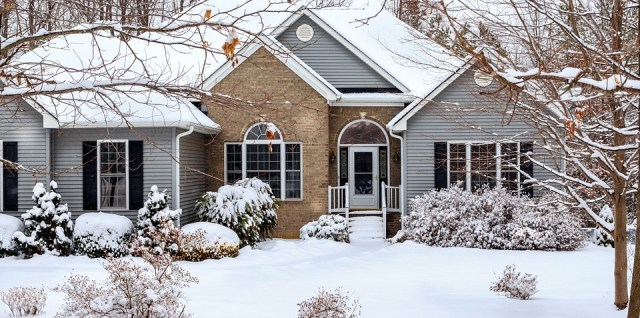 New-House-vinyl-siding-windows-winter-snow