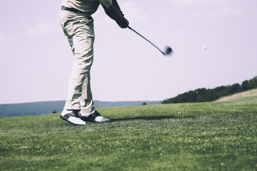 Golf-course-player-swing-club
