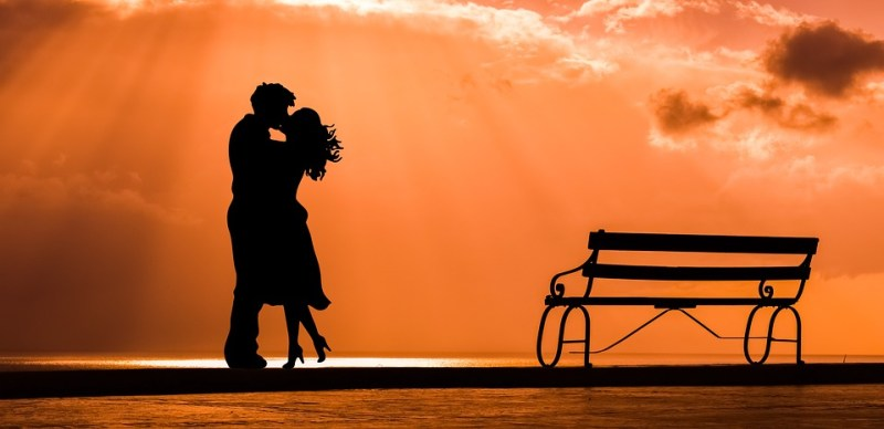 Couple-silhouette-sunset
