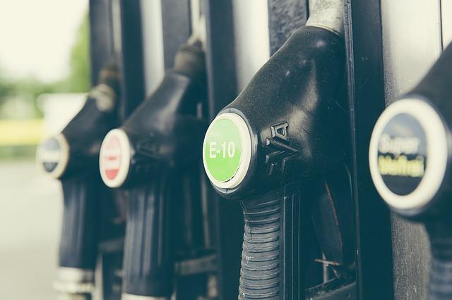 Resultado de imagem para Diesel vai subir 15,2% e gasolina terá alta de 10,2% nas refinarias na sexta