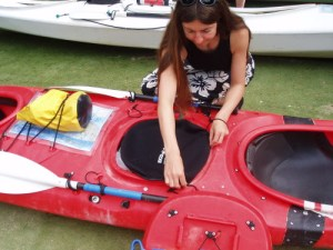 Sealing kayak hatch