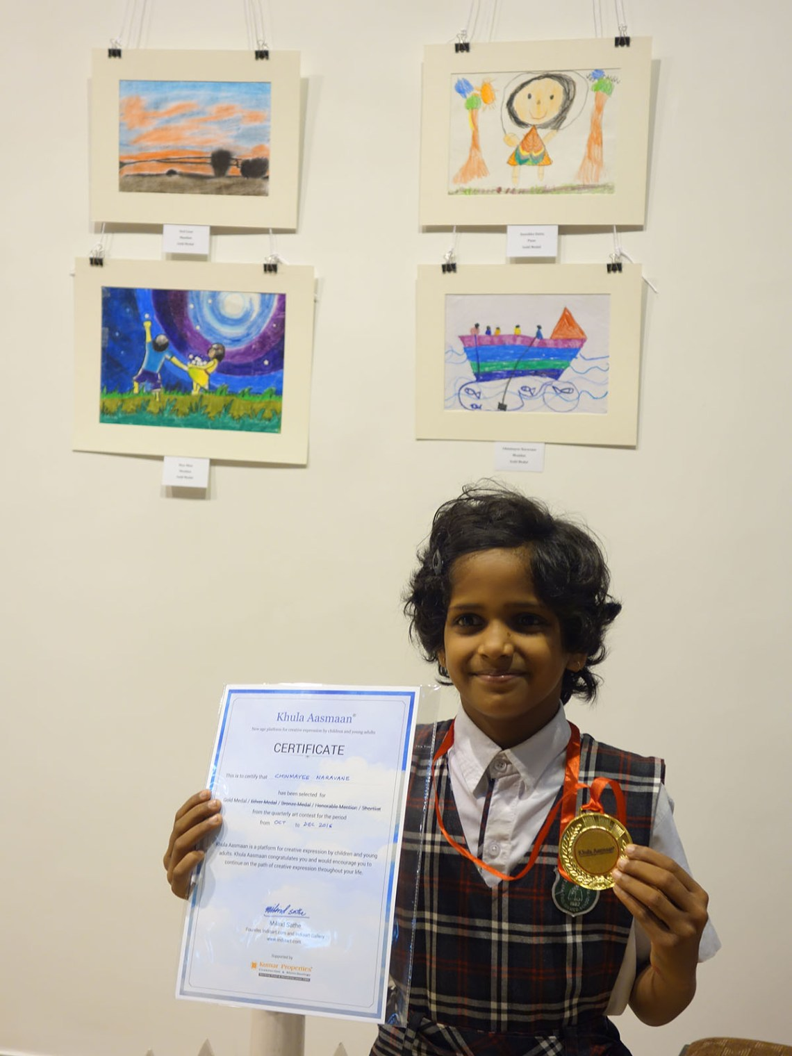 Chinmayee Naravane with her medal and certificate at Khula Aasmaan art exhibition at Mumbai - October 2017. Chinmayee's video is part of videos of medal winning children.