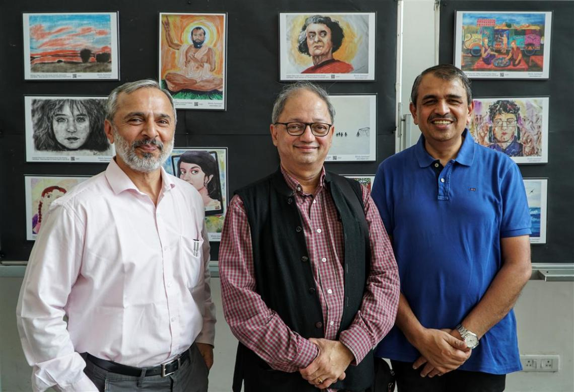 (L to R) Nitant Mate, Milind Sathe, Prof. L.S. Shashidhara at Khula Aasmaan art exhibition of gold medal winning artworks at IISER Pune