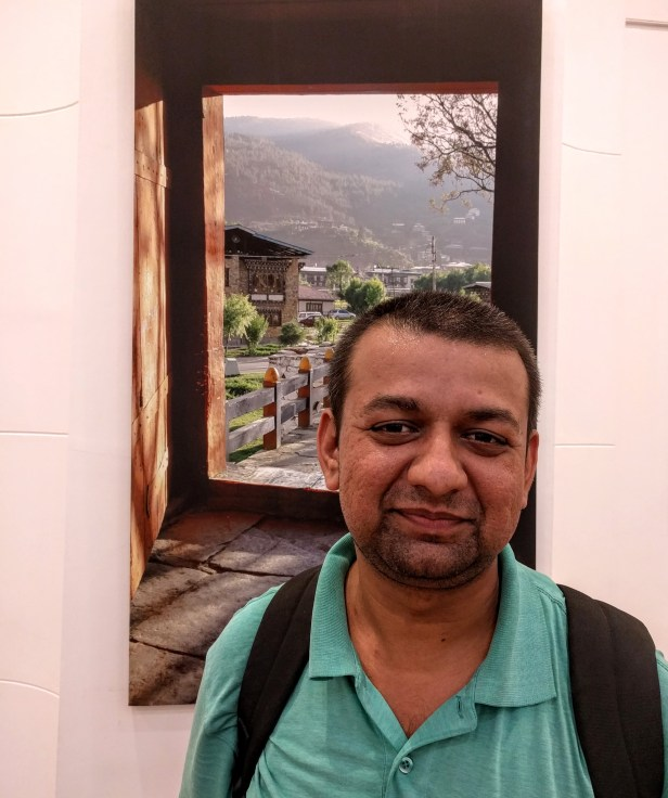 Chinmay Karandikar at Milind Sathe's photography exhibition at Nehru Centre Mumbai (2016)