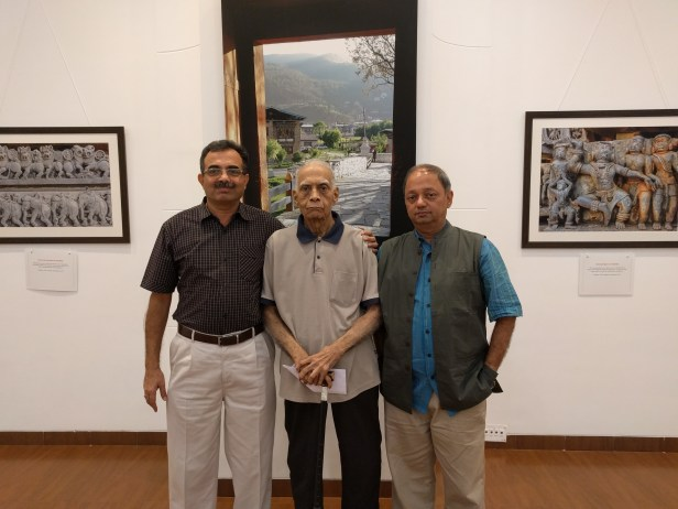 (L to R) Brig. Abhay Bhat, Shri. Anant Bhat, Milind Sathe at Milind Sathe's solo photography exhibition at Nehru Centre Mumbai (2016)