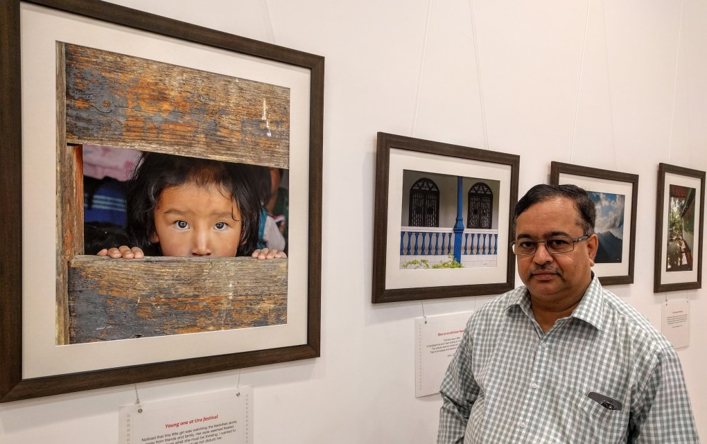 Shri. Ashok Panvalkar at Milind Sathe's solo photography exhibition at Nehru Centre Mumbai - fundraiser for Nana Palkar Smruti Samiti