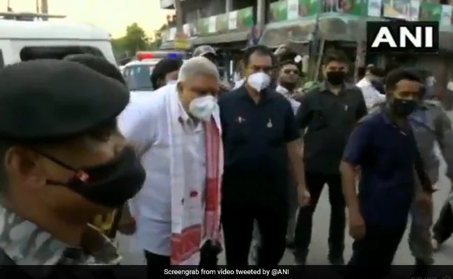 West Bengal Governor Jagdeep Dhankhar Shown Black Flags During Visit To Violence-Hit Areas