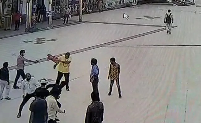 Madhya Pradesh Cops Thrashed After They Refuse To Pay Parking Fee