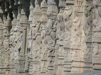 Intricate Temple pillars in Arunchaleswarar temple
