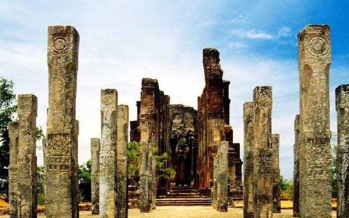 The Yakshi of Lanka Enthralls