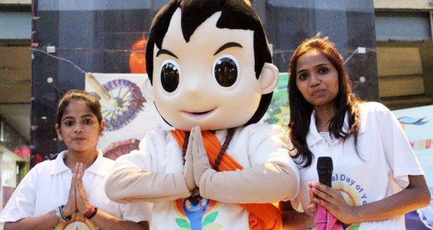 Yoga awareness campaign of the Ministry of Ayush with the help of human size Yoga mascots in the run up to the International Day of Yoga, at Metro Walk Mall, Rohini, in New Delhi on June 10, 2017.(PIB Photo)