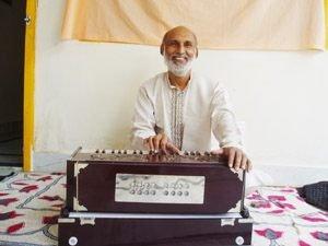Pradeep plays Harmonium