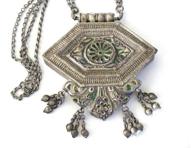 Antique Himachal Pradesh Necklace, Silver Enamel Gau Box, 66cm (26″) Silver Chain, 226 Grams