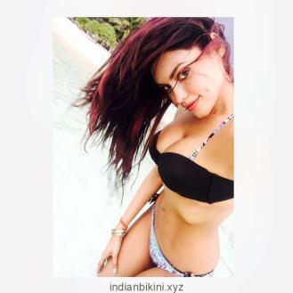 Gizele-Thakral-Hottest-Bikini-Pics-1