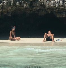 HOT-Lisa-Haydon-celebrates-her-first-wedding-anniversary-with-hubby-at-a-secluded-beach1
