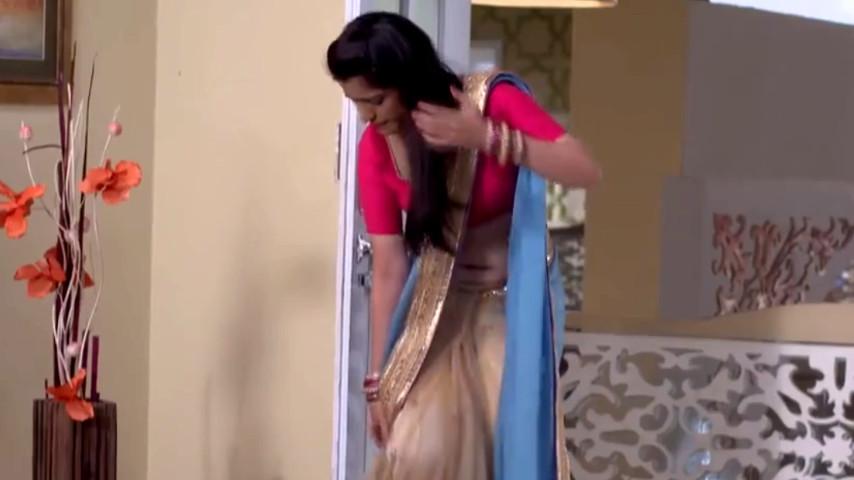 Simran Pareenja hindi TV actress saree navel show Video