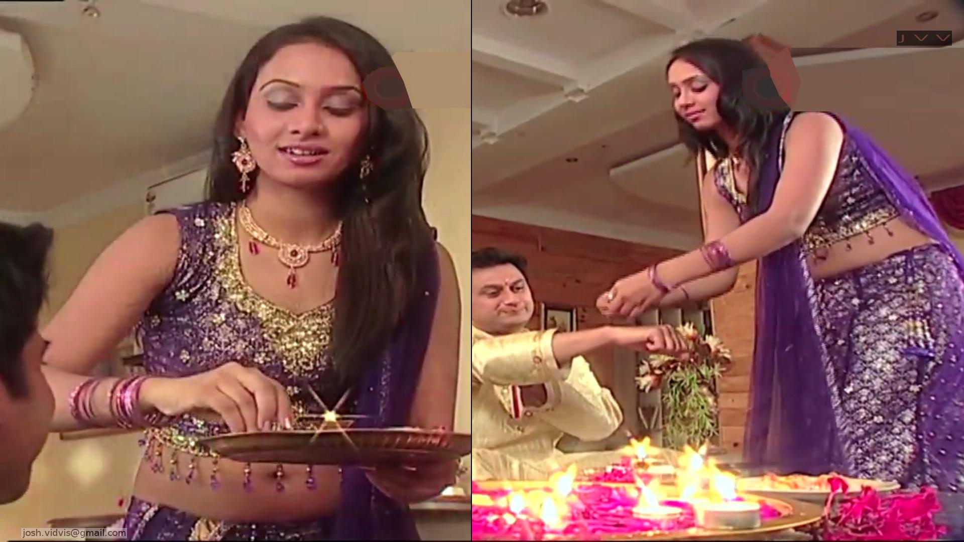 Hindi TV Actress from Niyati serial Navel Show