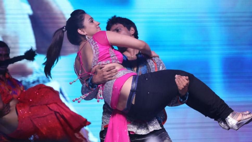 Telugu Actress Aksha Pardasany Hot Dance Performance Stills