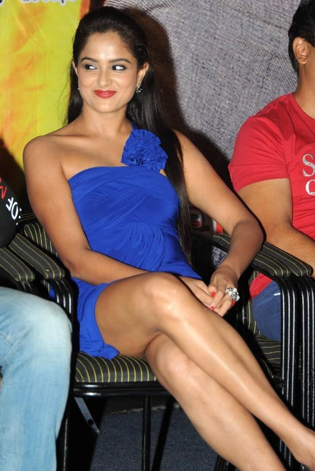 Asmita Sood_002_Aadu Magaadra Bujji_Platinum_Western Upskirt