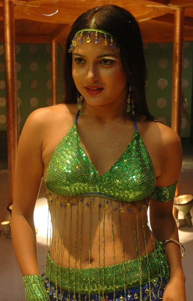 Nicole_028_Aaha entha andam_Sets_Item