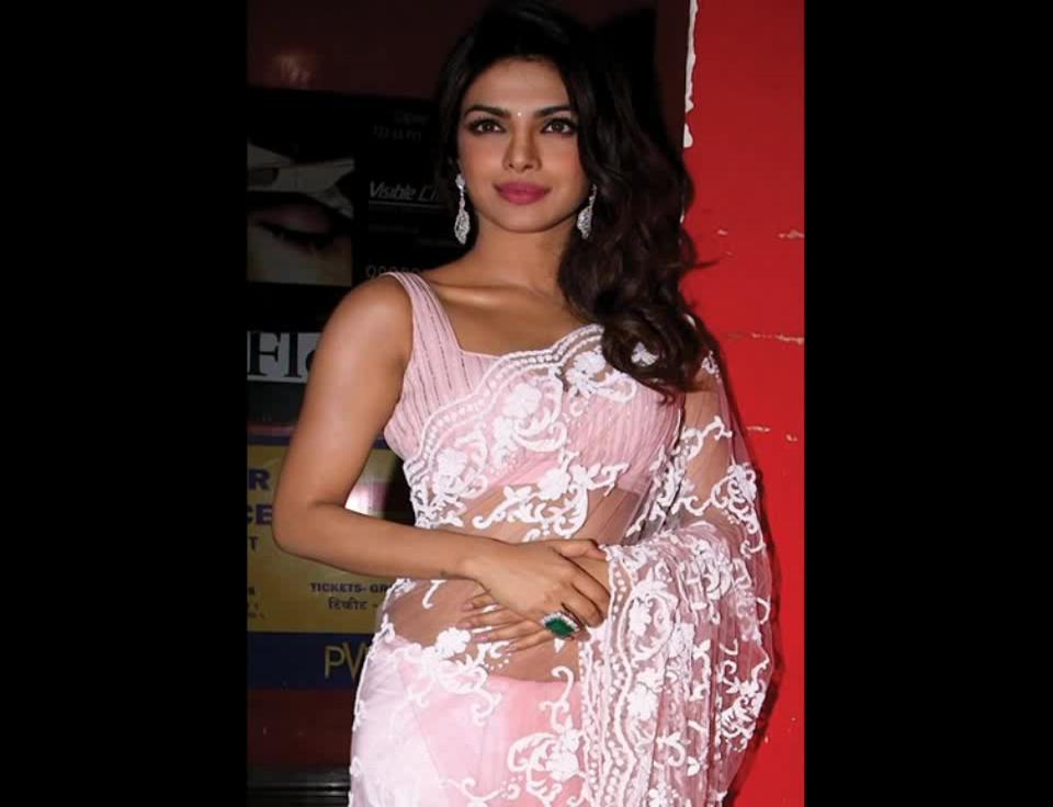 Priyanka Chopra hot sleeveless blouse saree hindi event pics