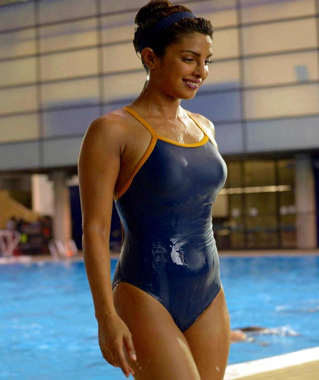 Priyanka Chopra_002_Baywatch Swimsuit