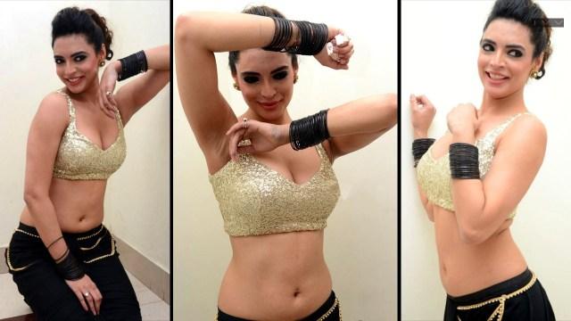 Shweta Bhardwaj_006_Item Dance