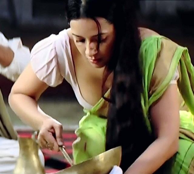 Reema Sen_GOW_03_Hot Saree Pics