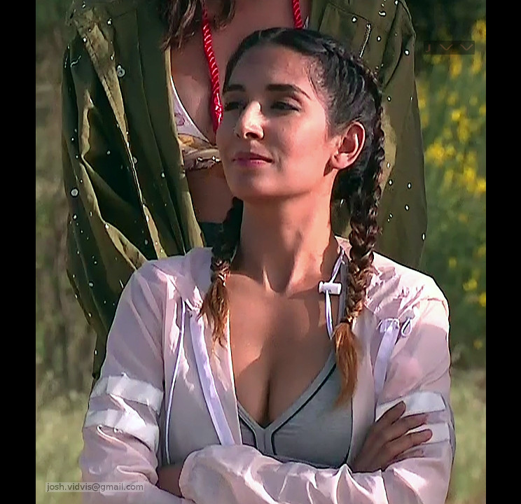 Monica Dogra_TV game show_02_Hot cleavage photo