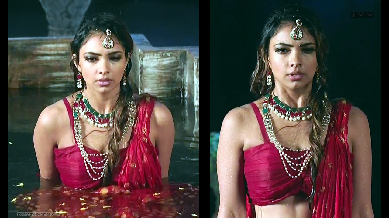 Pooja Banerjee_Hindi TV Actress_08_hot cleavage photo