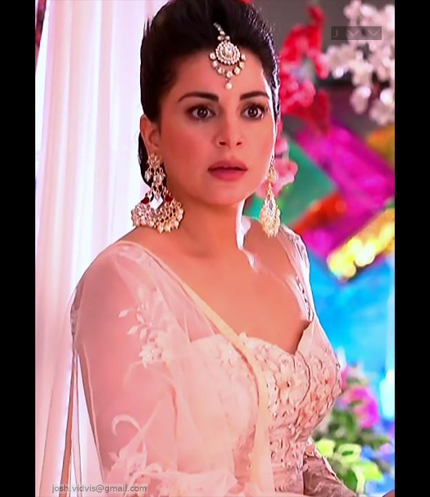 Shraddha Arya_Hindi TV Actress_01_Hot Pics