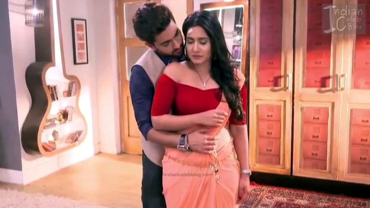 Aditi Rathore_Hindi TV Actress NaamK S3_13_Hot Romance Saree Pics