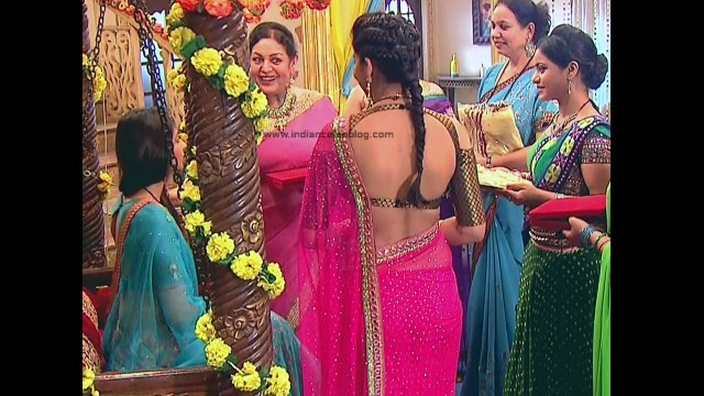 Ginnie Virdi_Hindi TV Actress_09_Hot backless saree navel pics