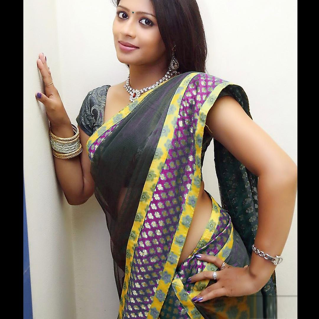 Anusri Telugu TV Actress Saree Photoshoot_5