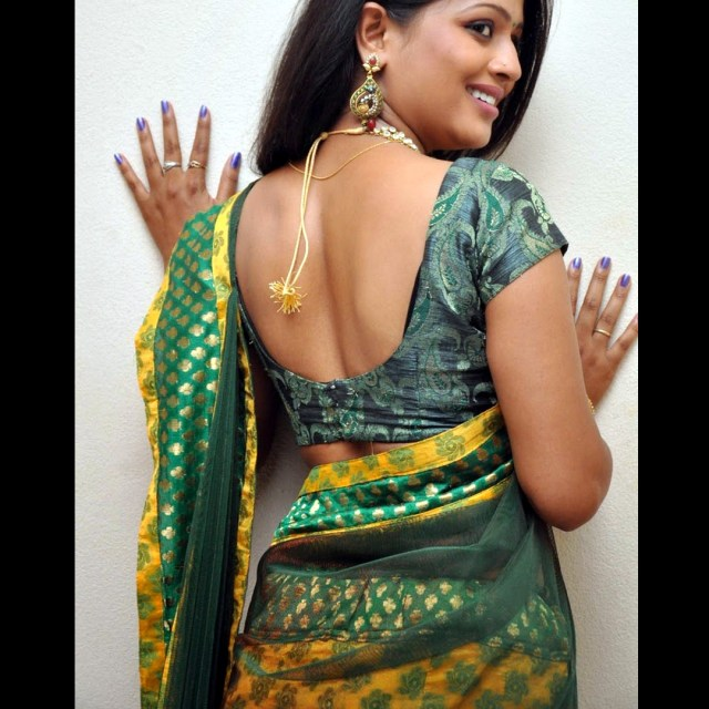 Anusri Telugu TV Actress Saree Photoshoot_9