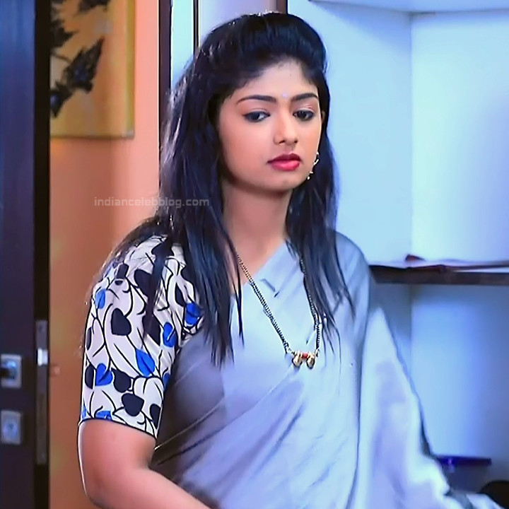 Bhoomi shetty kannada serial actress KinNS2 10 Hot saree photo