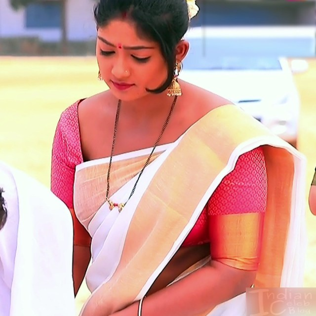 Bhoomi shetty kannada serial actress KinNS2 28 Hot saree photo