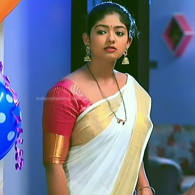 Bhoomi shetty kannada serial actress KinNS2 30 Hot saree photo