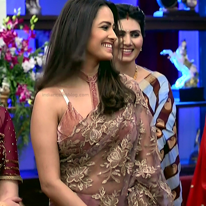 Anita Hassanandani Hindi TV actress YehHMS3 24 hot sleeveless sari pics