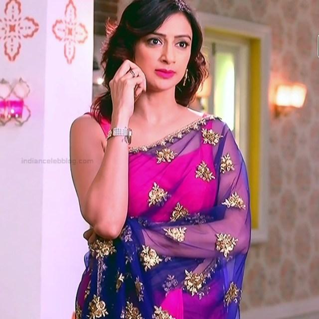 Gauri Pradhan Hindi TV actress TuAS3 Hot backless sari pics