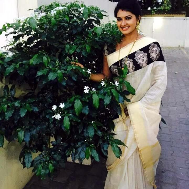 Rachitha Mahalakshmi Tamil TV actress CTS1 8 hot saree photo